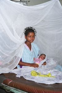 Mosquito_net_mother_and_child_16